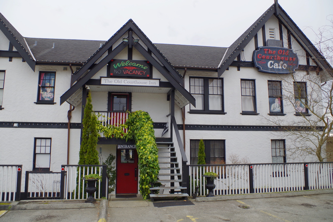 The Old Courthouse Inn , popular hotel accommodations in Powell River, BC