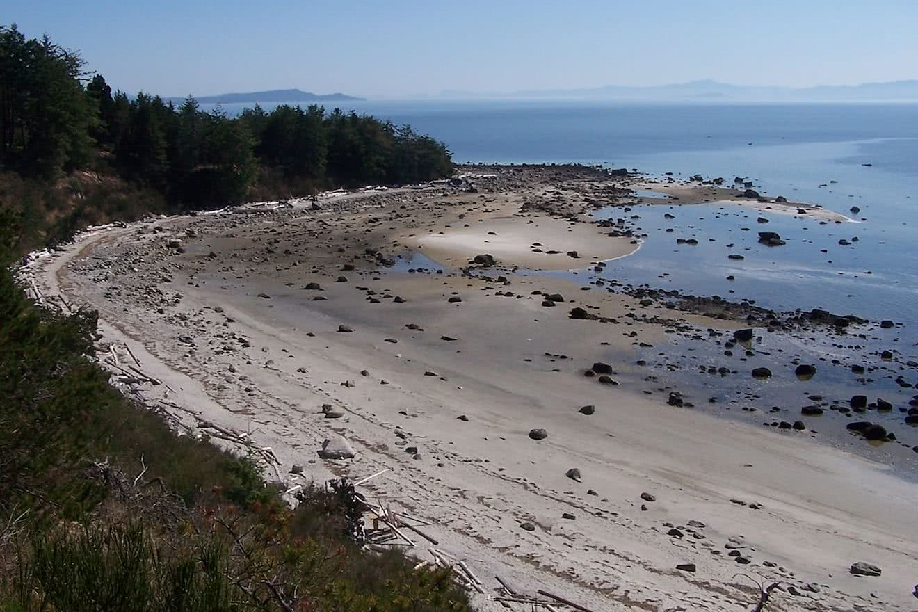 Sand and boulders on one of Savary Islands southern beaches